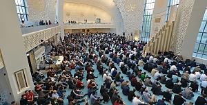 Almanya'da camiler doldu taştı