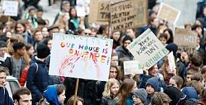 Berlin'de öğrencilerden iklim protestosu