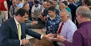 DİTİB Merkez Camii'nde cemaate aşure ikram edildi