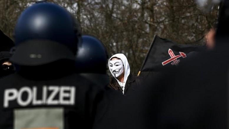 Alman polisin, aşırı sağcı teröriste aşk mektupları gönderdiği ortaya çıktı