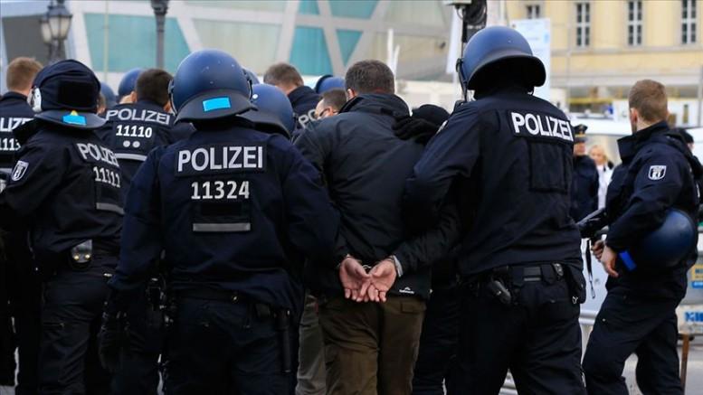 Almanya'da aşırı sağcılara operasyon
