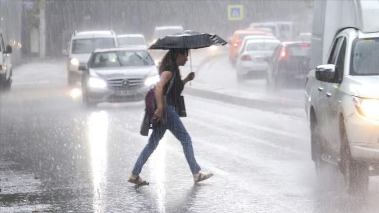 Almanya'da kötü hava şartları ulaşımı olumsuz etkiledi