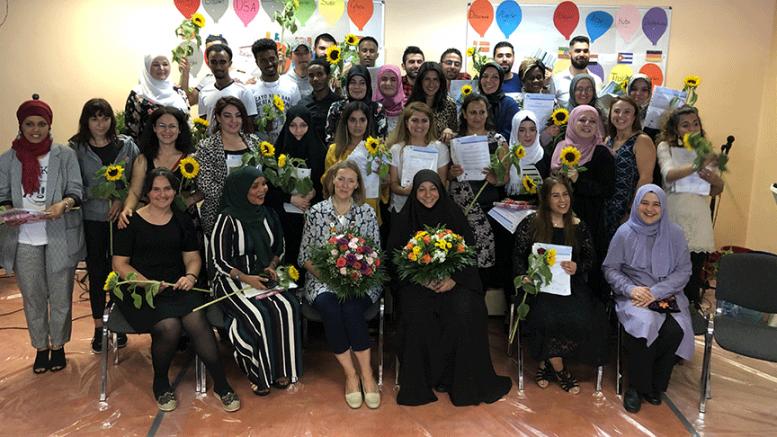 Almanya'da mülteciler için diploma töreni