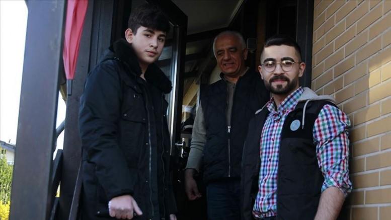 Almanya'da Müslüman gençlerden Kovid-19 nedeniyle dışarı çıkamayan yaşlılara yardım