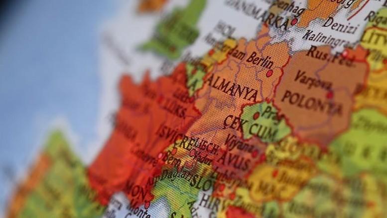 Almanya'da tedbirlere rağmen günlük vaka sayıları yüksek seviyede seyretmeye devam ediyor