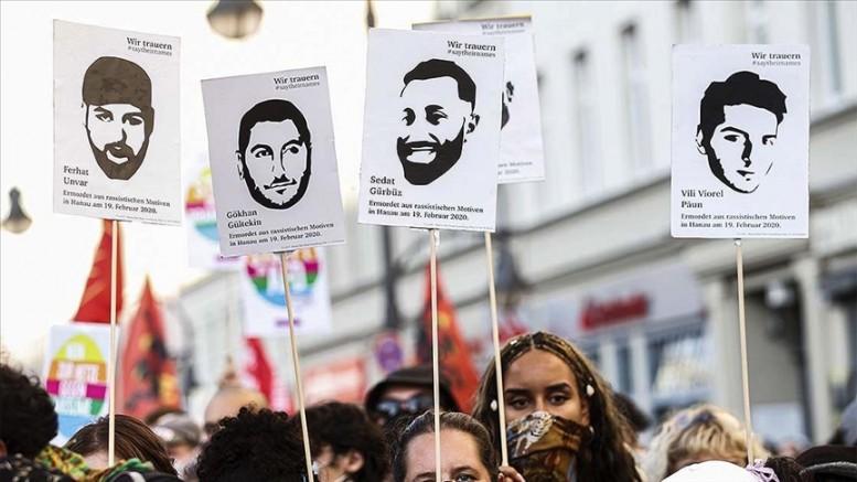 Almanya'da Türkleri de hedef alan ırkçı Hanau saldırısının üzerinden bir yıl geçti