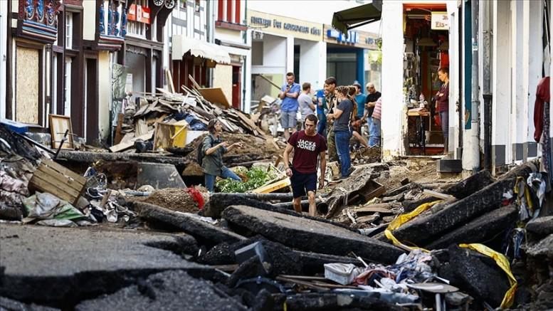 Almanya'daki sel felaketinde yetkililer halkı önceden uyarmamakla eleştiriliyor