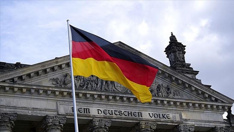 Almanya İçişleri Bakanlığı, camilerin korunması sorumluluğunu kendi üstünden attı