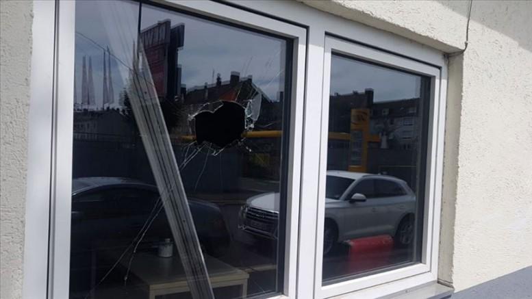 Almanya ve Hollanda'da camilere çirkin saldırı!