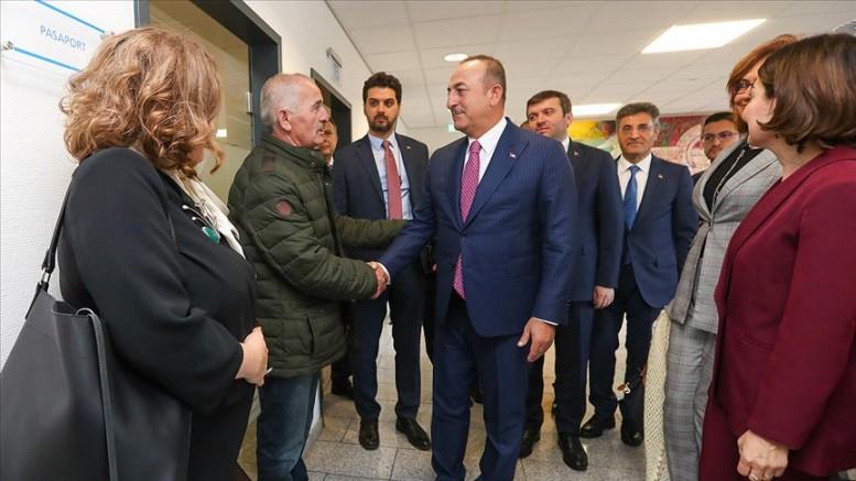 Çavuşoğlu, Düsseldorf Başkonsolosluğunu ziyaret etti