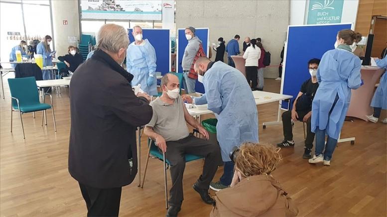 DİTİB Merkez Camisi'ndeki aşı kampanyasında 571 kişi Kovid-19 aşısı oldu