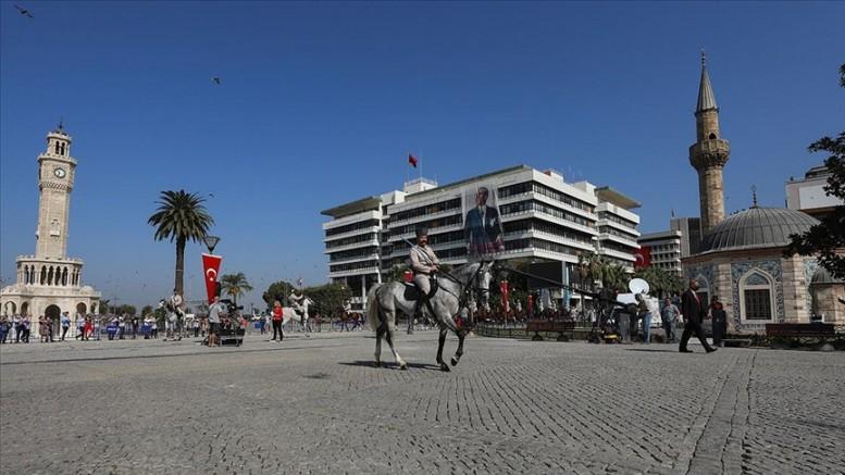 İzmir'in düşman işgalinden kurtuluşunun 99. yılı coşkuyla kutlandı