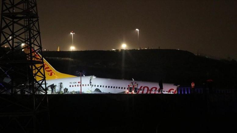 İzmir-İstanbul seferini yapan uçak pistten çıktı