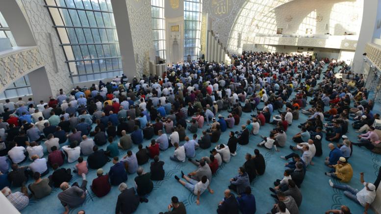 Köln DİTİB Merkez Camii'nde Kurban Bayramı coşkusu