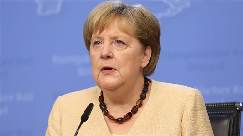 Merkel: Afganistan'da son 20 yılın kazanımlarını korumak için Taliban ile diyalog devam etmeli