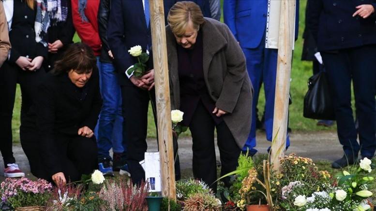 Merkel'den anlamlı ziyaret