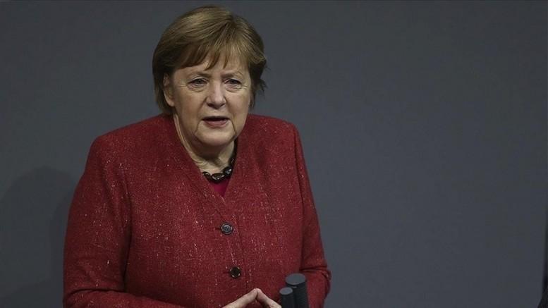 Merkel'den sel felaketiyle ilgili erken uyarı açıklaması