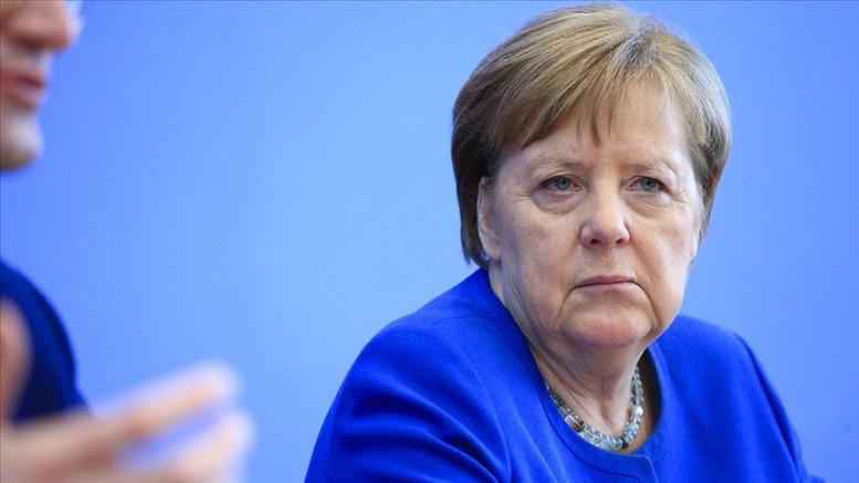 Merkel'e yapılan ikinci Kovid-19 testi de negatif çıktı